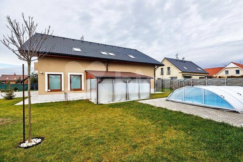 Prodej samostatný, luxusní, dvougenerační rodinný dům 248 m2, v žádané lokalitě Říčany - T