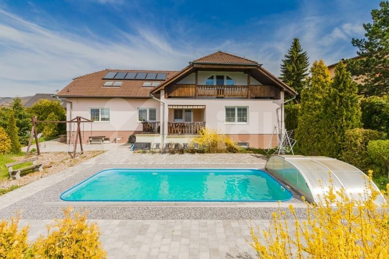 Prodej rodinného domu 560m2, pozemek 1680m2