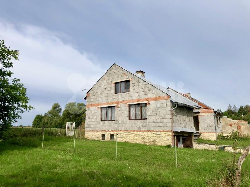 Prodej rodinného domu 210 m2, s pozemkem 2420 m2