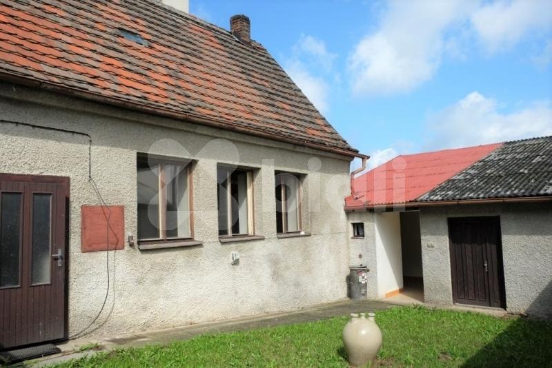 Objekt k podnikání i k bydlení v centru Votic